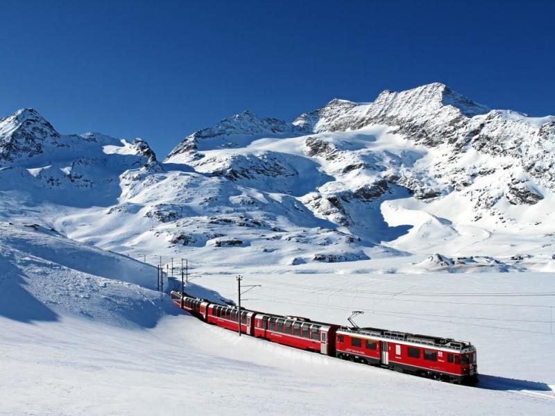 A bordo del mitico Trenino Rosso del Bernina con i bambini