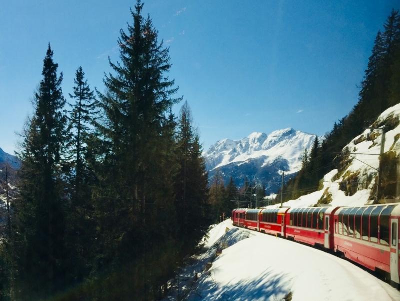 Escursione per famiglie sul Trenino Rosso del Bernina con bambini
