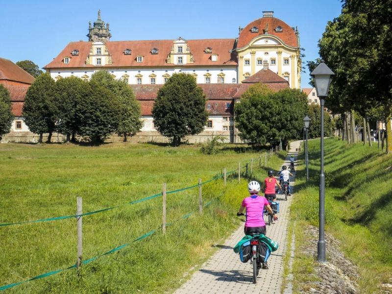 In Germania lungo la ciclabile dellAltmuhl con bambini