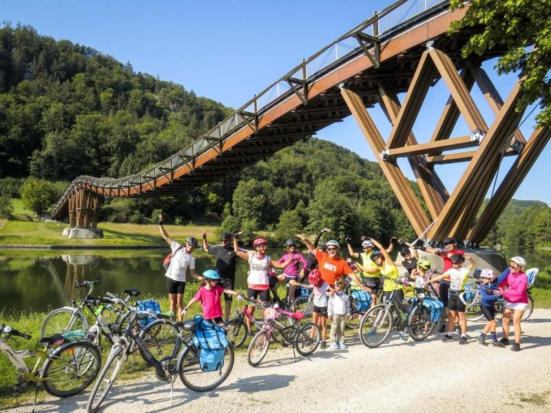 Tour di gruppo sulla ciclabile dellAltmuhl con bambini