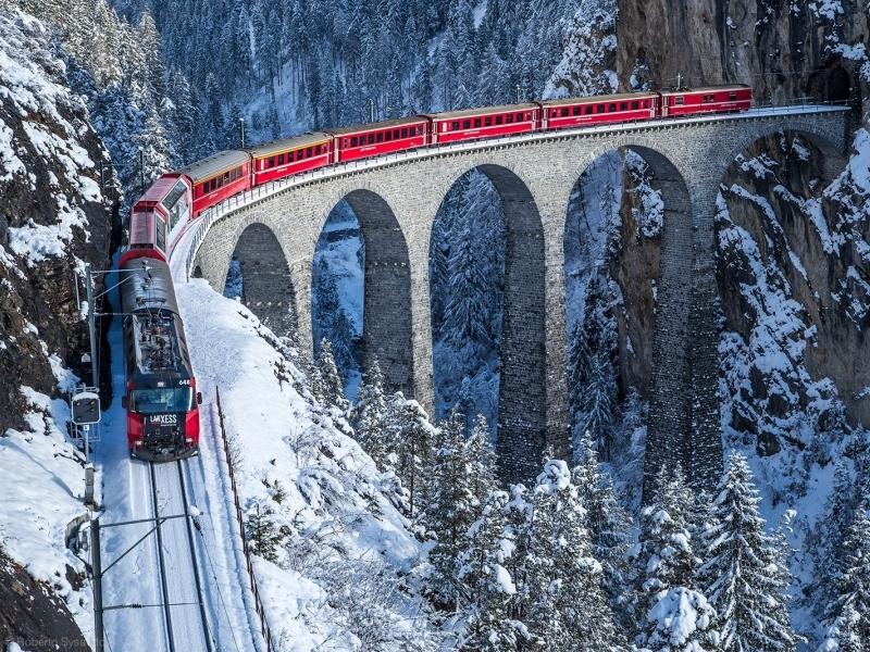 Un viaggio a bordo del Trenino Rosso del Bernina con bambini