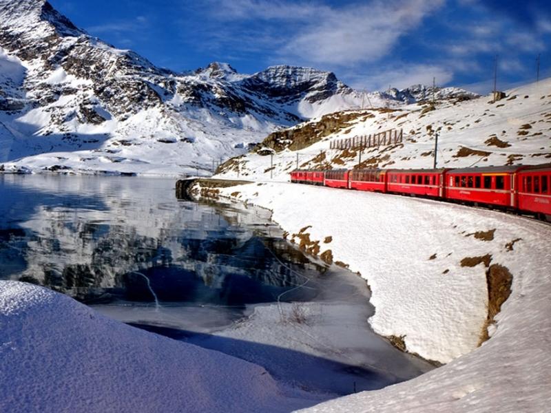 Vacanza per famiglie sul Trenino Rosso del Bernina con bambini