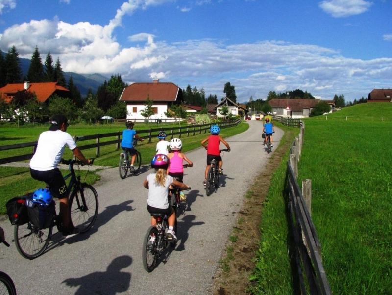 Vacanze con bambini in bici lungo la ciclabile della Drava