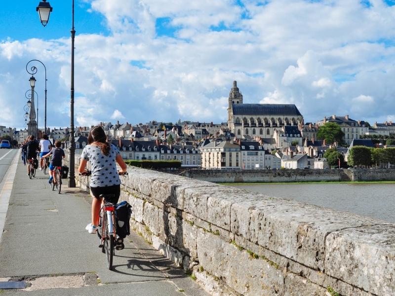 Valle della Loira con bambini in bicicletta
